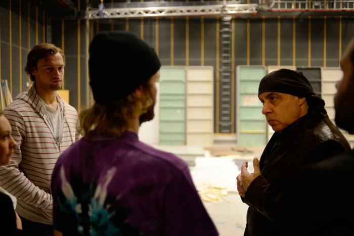 Lydstudentene viste Steven rundt, her i Filmskolens studio 2.