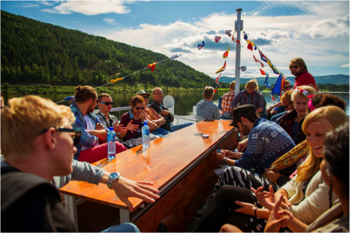 Vi fikk være med på MS Kryllingen, en vakker båttur gjennom det norske landskap.