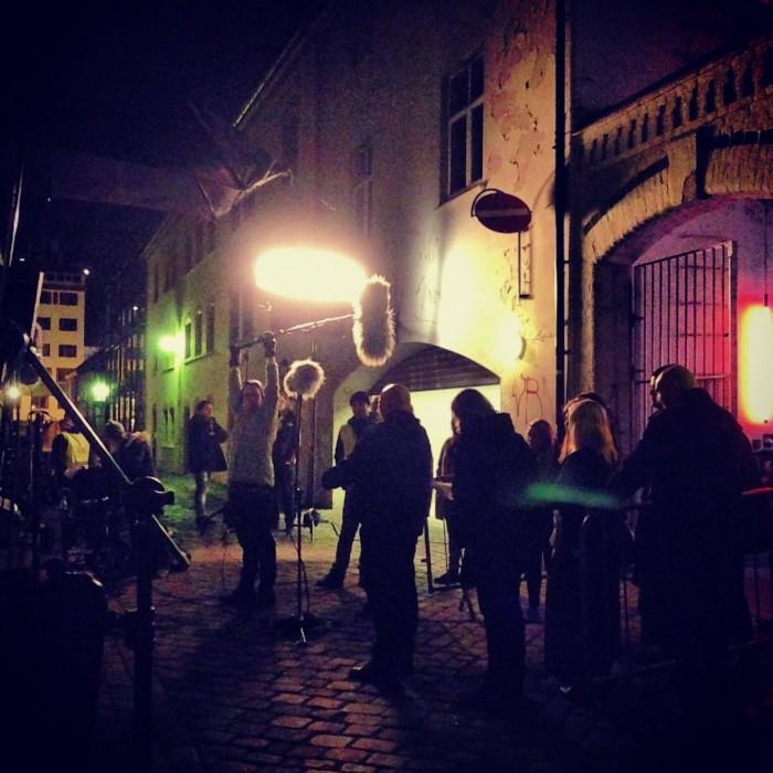 Innspilling i Brattøraveita i Trondheim sentrum med mange statister.